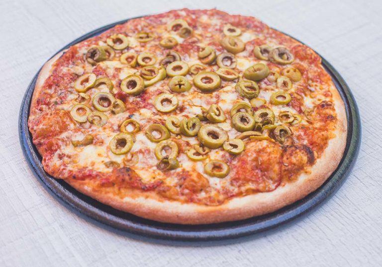פיצה אישית עם זיתים